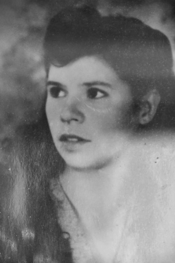 Fotografija iz mladosti-Anica Kovačić (2)